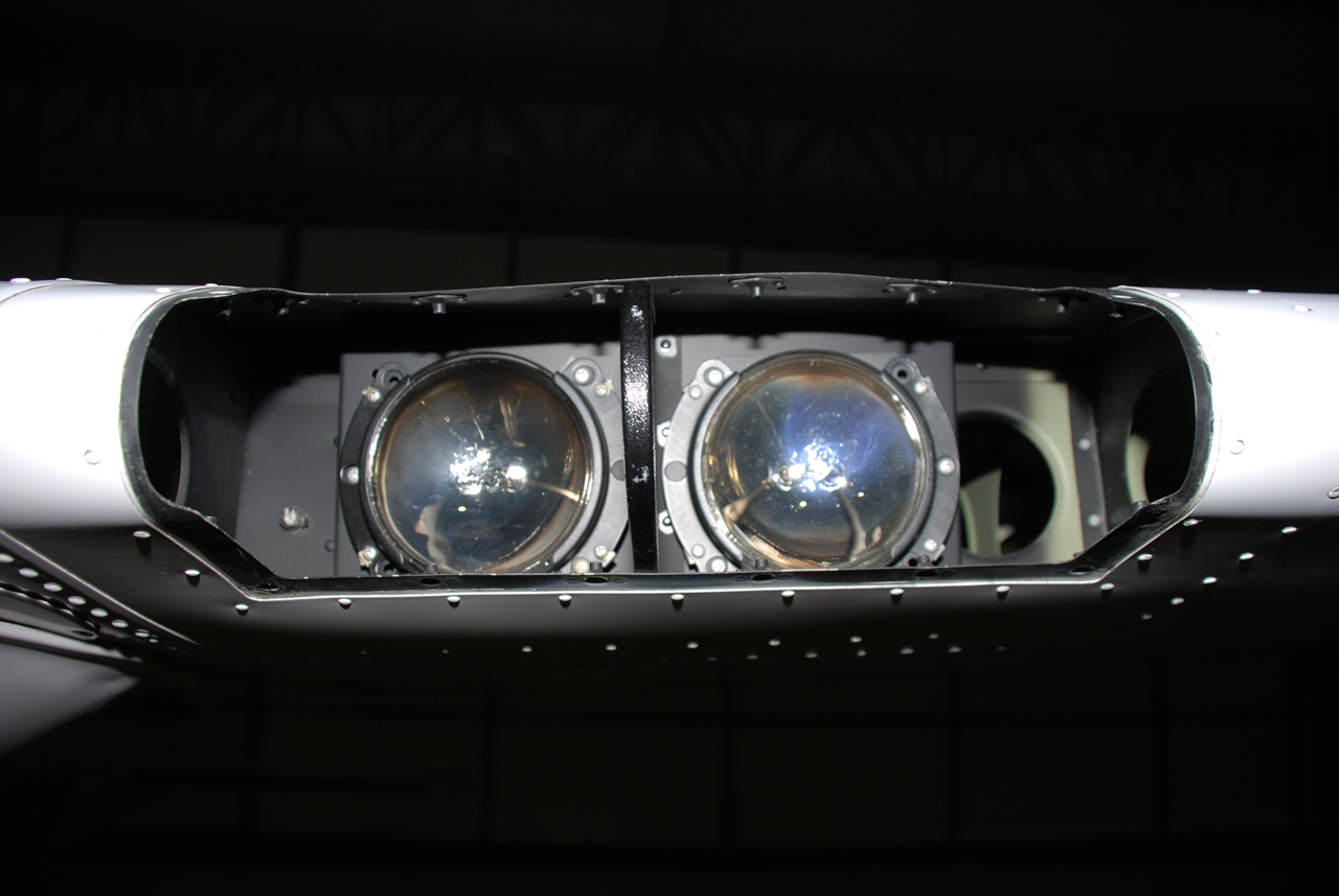 Landing and taxi lights in C172 comparison | AveoInsider